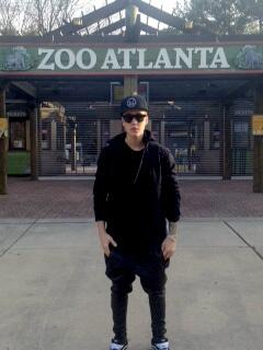 You never know who you might see at @ZooATL. @justinbieber stopped by today! http://t.co/zL3JZh2c5I