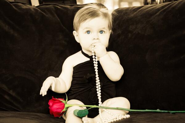 Hi @JuanPaGalavis thanks for the rose!  My daddy said I can be the Bachelorette in 2044 http://t.co/gGeOAr0Xxq