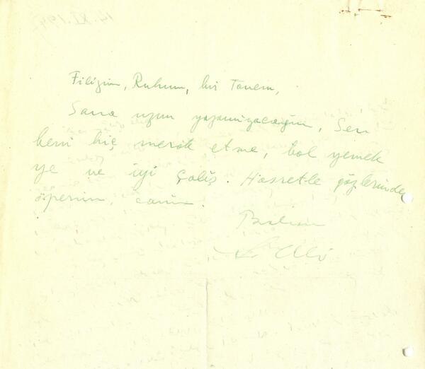 Bugün Sabahattin Ali'nin doğum günü. Yazarın mektuplarını okumak için de bir vesile. http://t.co/EVDuzeRfu5 http://t.co/oO8Yync6Jy