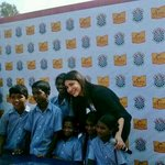 RT @ShrutiH_FC: [PIC] - @shrutihaasan having a good time with the kids at #PGShiksha! :) http://t.co/mHeJdhdLNT