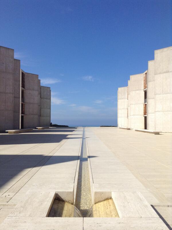 ずっと来たかったカーンのソーク研究所。ほんとすごい。アメリカきてよかった http://t.co/I4Zc1VhchI