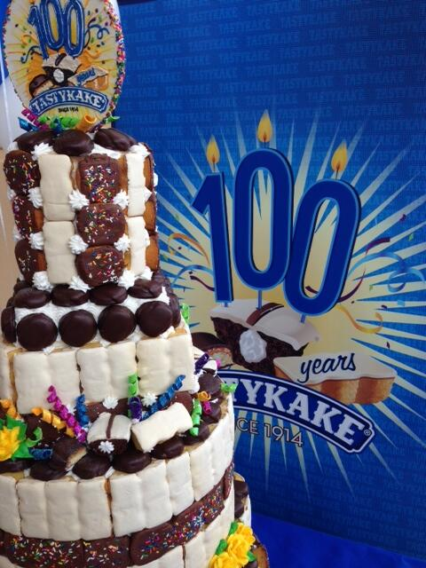 Mmmmm! 'RT' if you want to get in on this sweet Birthday Kake by @Bredenbecks! :) #TastyTurns100 http://t.co/bI1YJdVoSq