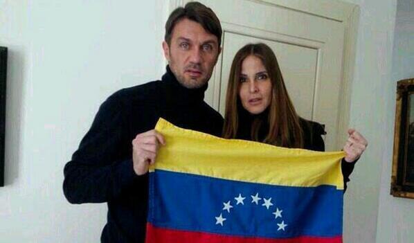 #Fútbol Paolo Maldini y su esposa mostraron su apoyo a Venezuela http://t.co/8TuSbZscvl http://t.co/EGUkhqmT40