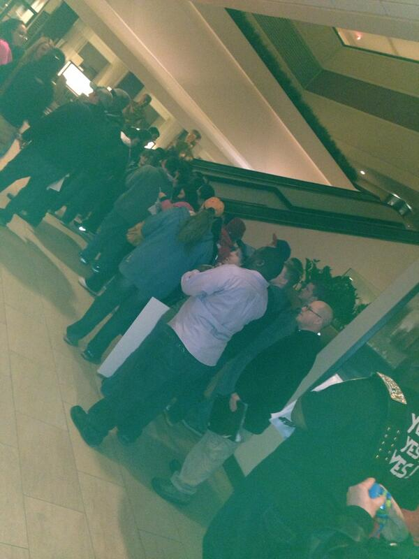 Daniel Bryan formed a line in the hotel for every fan who wants an auto/pic. Insane http://t.co/sT7INOpe5c