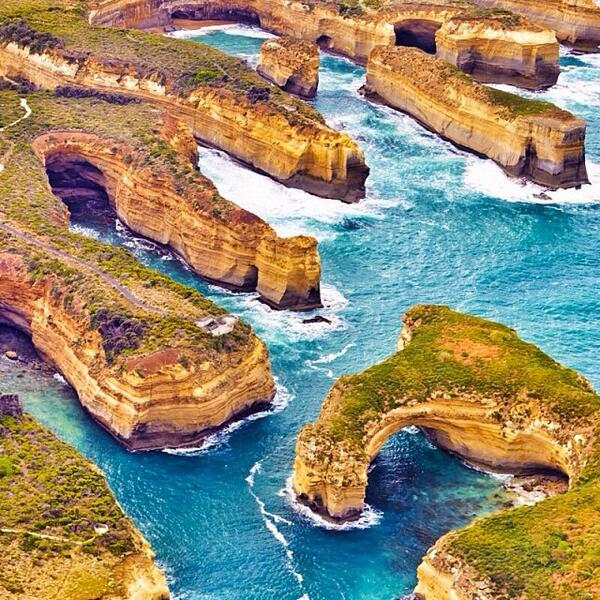 Flying over the scenic coast of the Great Ocean Road in #Victoria with @elisaparkranger! (via IG) http://t.co/UlLUnQZLog