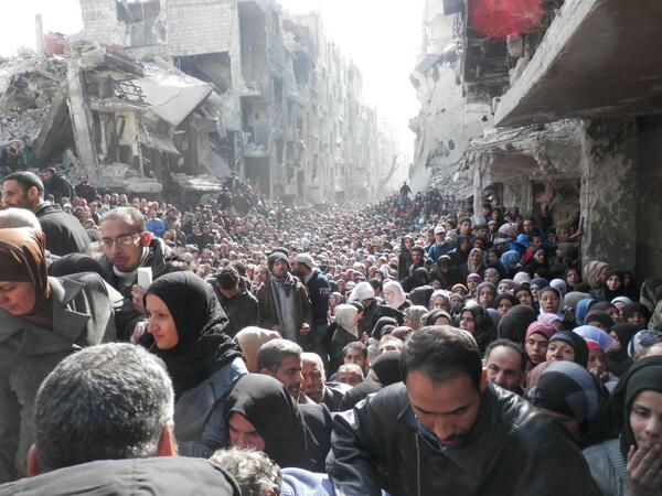 #Syria this incredible picture courtesy UNRWA humanitarian distribution, Yarmouk Camp, Damascus. 2014 UNRWA Archives http://t.co/IfVSulAx8O