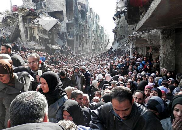 The image used on tomorrow's @guardian front page is hard to comprehend, Syrian refugees queuing for food at Yarmouk: http://t.co/TJwtaYeIpE