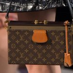 RT @LouisVuitton: A detail from the #LouisVuitton Fashion Show from @TWNGhesquiere, now on http://t.co/DI6C5dsh5N #LVlive