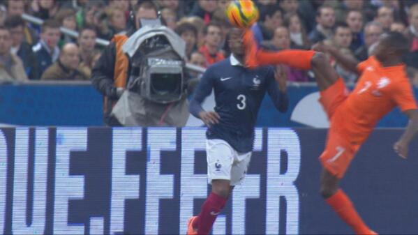 Bh VMWjCEAEGIeP Ouch! Man United & Frances Patrice Evra got studded in the face by Hollands Quincy Promes [Vine]