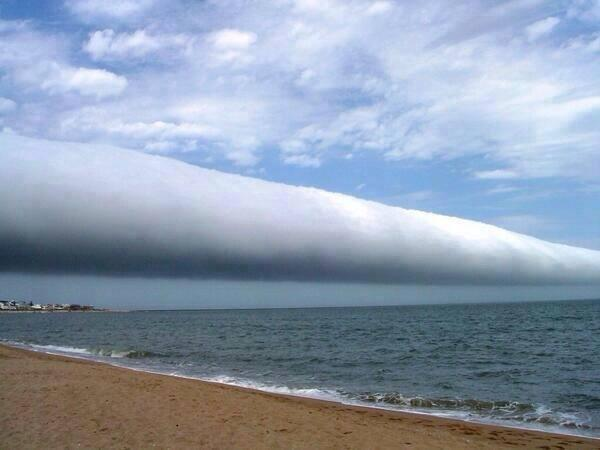 A roll cloud is one of the rarest natural phenomena! http://t.co/POfXBpnXtd