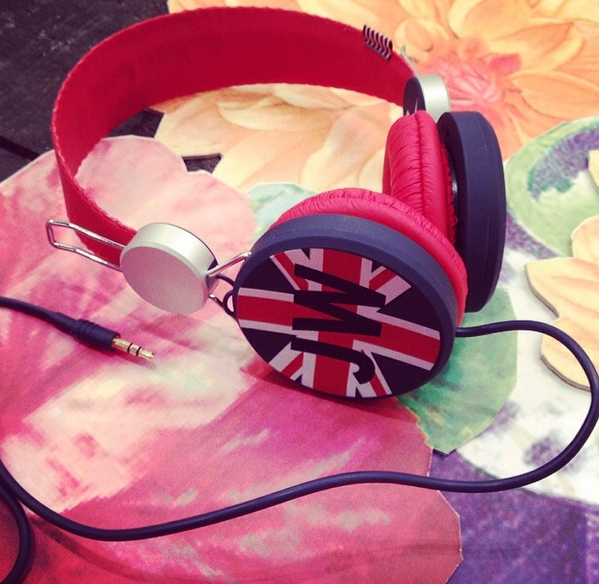 WIN JW Headphones from  MTV presenter & DJ Becca Dudley! To enter RT & FOLLOW @jackwills & @BeccaDudley. Ends Thurs! http://t.co/tVuWlJRglt