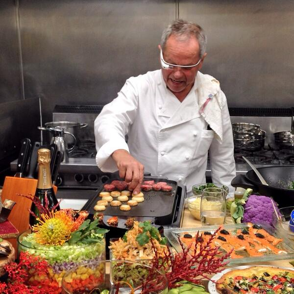 The future of cooking? Trying out Google Glass in the kitchen! http://t.co/8LF9tGjBqr