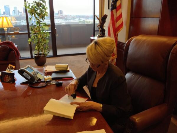 Here is @GovBrewer using her #VETO stamp on #SB1062 http://t.co/bXAJsrb7lu