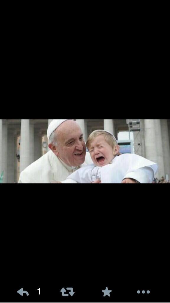 -Papá Noel no existe. El único Papa soy yo. http://t.co/Yxh7wk27pe