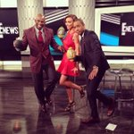 RT @ENews: #DeionsFamilyPlaybook star @DeionSanders teaches @GiulianaRancic & @TerrenceJ the touchdown dance on E! News tonight! http://t.c…