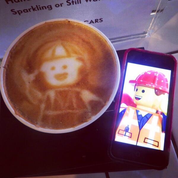 We made #Emmet from the @TheLEGOMovie! #vfsc #chi4guest #DIY #vittoriacoffee @WeWork #Hollywood http://t.co/tuh05KY5Ut