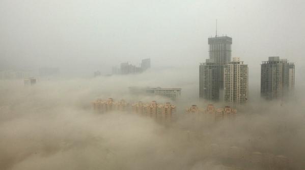 北斗の拳? マッドマックス? *中国・北京の現在です http://t.co/63CmsdAg1Q