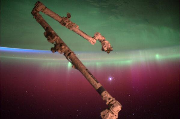 Andrea Butera (@AndreaButera): @JimCantore Look! MT @wxbrad MT @AuroraMAX: !!! MT @AstroRM: #Aurora w/a bit of sunrise and Venus(?) rising up. http://t.co/x0AxSCtffe