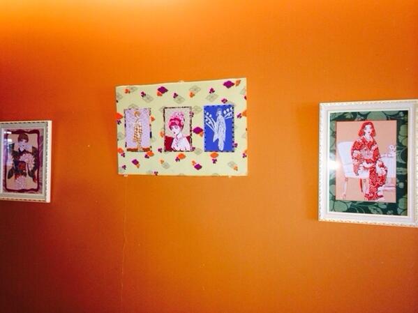 本日より約1ヶ月間、鎌倉の御成通り商店街のパン屋さん、レストラン、雑貨屋さん、喫茶店などで東京工芸大マンガ学科有志による 作品が展示されております。お店によって展示される作品が違いますので、鎌倉にお越しの際は是非ハシゴでご覧下さい。 http://t.co/u1a4SLbnJJ