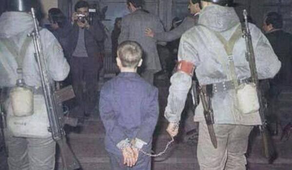 Türkiye isyan ediyor: Baklava çalan çocuğun suçu neydi? http://t.co/6Nr1SJ4LGD http://t.co/3rRyHNSqtx