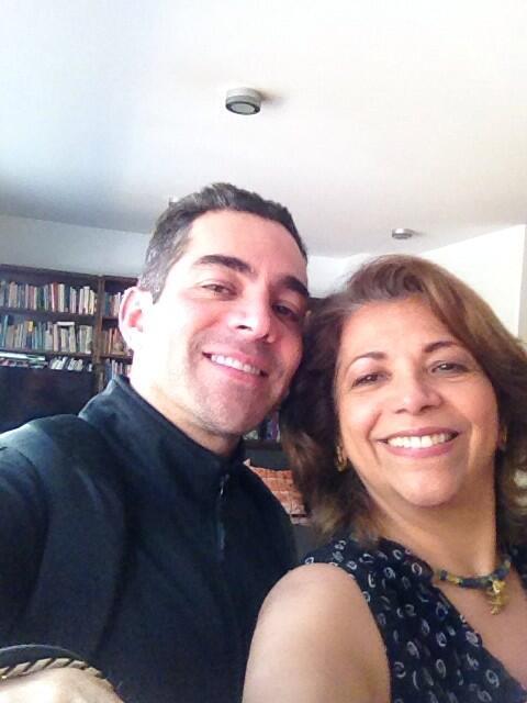 Que delicia hacer equipo con alguien como @OMARCHAPARRO ! Uniendo fuerzas con el y con @lucymojarrita, para ayudar!! http://t.co/E2HYoOTEdE