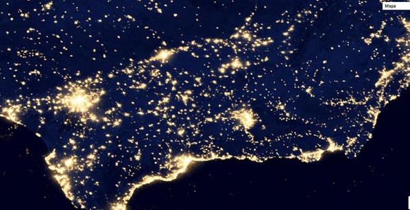 """#megusta! RT @AdrianPerezH_: """"@AlfonsoAlba_: #Andalucía, de noche fotografiada por la NASA http://t.co/q39f6VzvEQ"""" Preciosa!"""