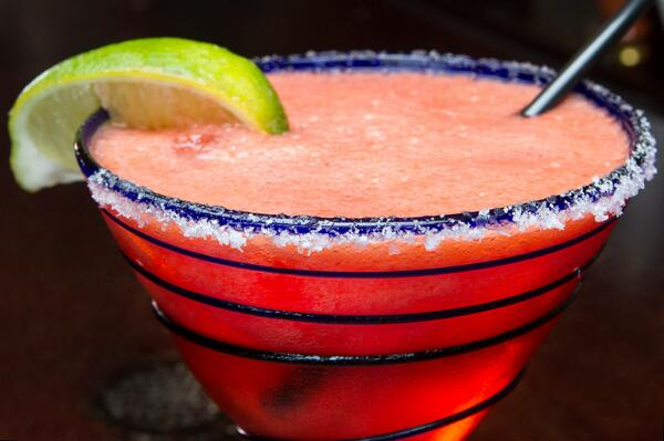 Retweet if you love a good frozen margarita! http://t.co/2nklW7I0IZ