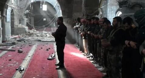 """@Free_Media_Hub: Prayers in the Ruins #Syria http://t.co/gZyRfo2Su0"""