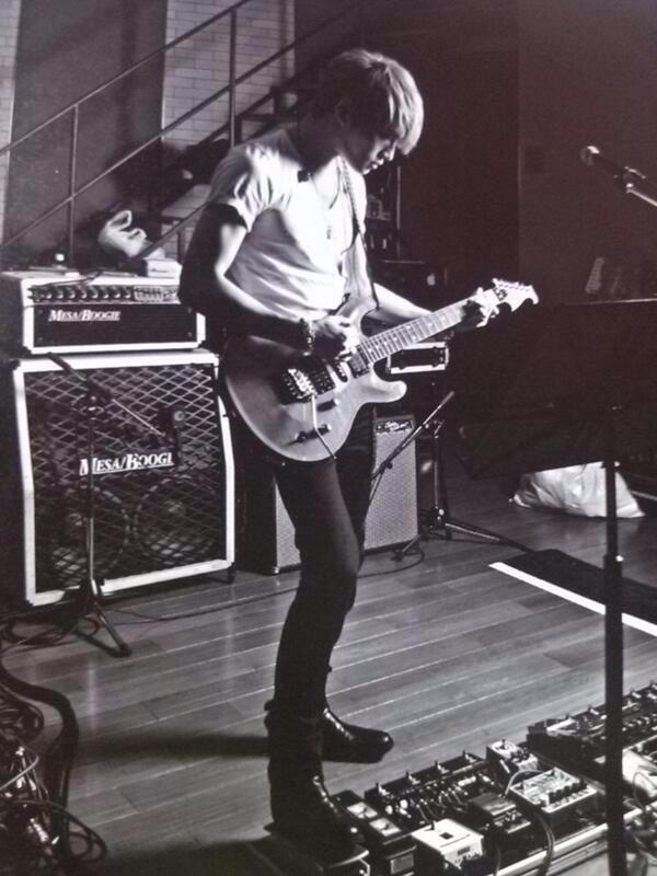 僕のNiLギターを持つ彼がかっこよすぎる… http://t.co/MCxL1qpWJg