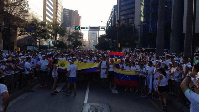 RT @UNoticias: FOTOS | @RunnersVzla corri? 10K por la paz http://t.co/1HXCOqZOtm http://t.co/xtGgdalXDz