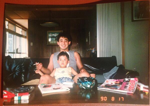 貴重なショットみつけた。もう取り壊した円谷家の別荘で、亡くなった俳優のひろしおじちゃんと。 http://t.co/9O1JOHJxWT