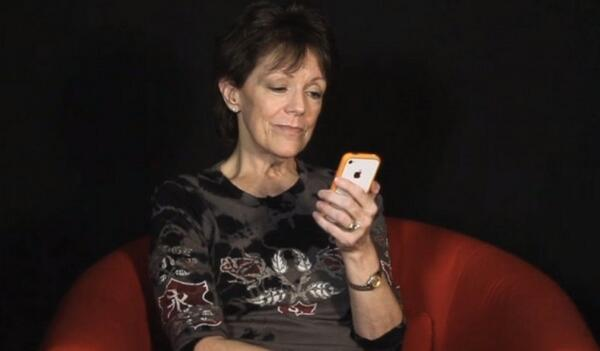 Así es la cara que se esconde tras la voz de Siri http://t.co/U63Mda1Fr9 http://t.co/xQt83H8p6E