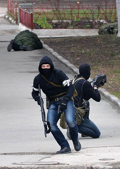 @towersight: WTF F...The guy on the right have a russian Grenade launcher GM-94 - in service in Spetsnaz, FSB, MVD #Crimea http://t.co…