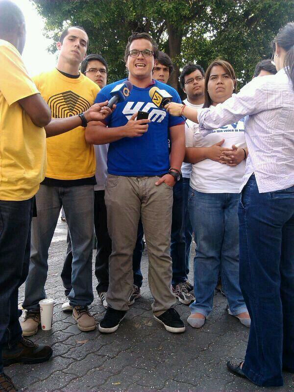 El Movimiento Estudiantil rechaza en rueda de prensa la violencia y represión por parte del Estado #fb http://t.co/1eyD0AQSAJ
