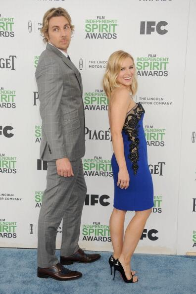 U take urself alot less seriously when ur hubby mocks ur redcarpet pose: :I can throw over-the-shoulder
