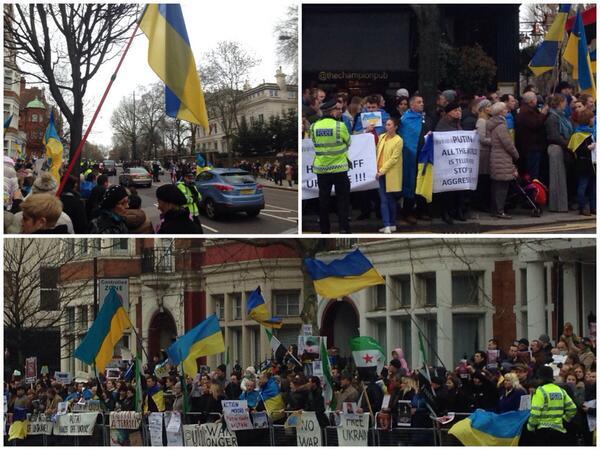 Пожалуй, самая большая и хорошо организованная акция у посольства РФ в Лондоне из тех, что мне доводилось видеть http://t.co/jeY01qzJCI