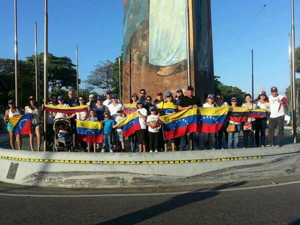 Ayer en el Malecon. En Republica Dominicana.  #SOSVenezuela http://t.co/tLjF8ndfZB