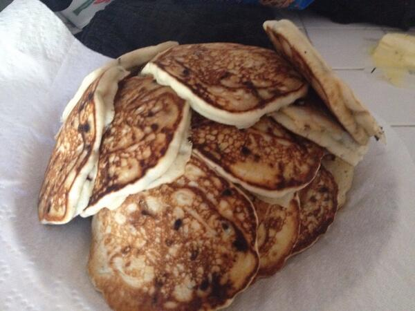 What 3 17 year old boys eat for breakfast. #pancakeporn #mountainofpancakes http://t.co/i6QL2Mqqcm