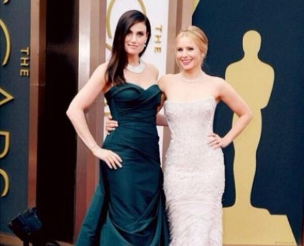 Queen Elsa & Princess Anna of Arendelle - #IdinaMenzel & #KristenBell at the  #AcademyAwards! http://t.co/859Z8TxCKP