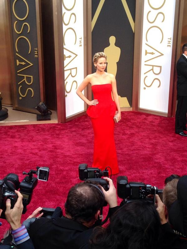 Jennifer Lawrence has arrived people!! #ERedCarpet #Oscars http://t.co/YWYIWwSrih