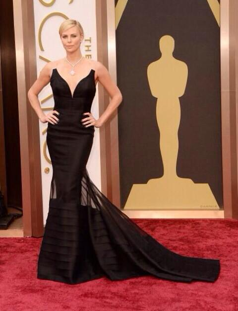 Charlize Theron in Dior. Shut it down. #Oscars http://t.co/wYFTE0OIa7