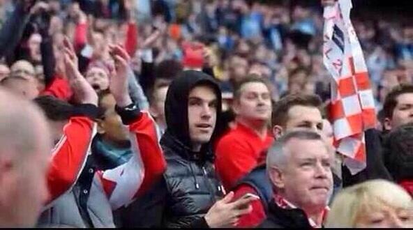 BhwRjxSCMAErJDD Respect! Liverpools Jordan Henderson watched his boyhood club Sunderlands Cup final among the fans
