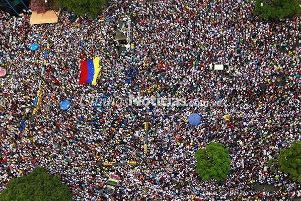 FOTOS | Así marcharon este domingo en Caracas los estudiantes opositores http://t.co/0YhfXNdwP1 #02M http://t.co/FNeBA5JTsU