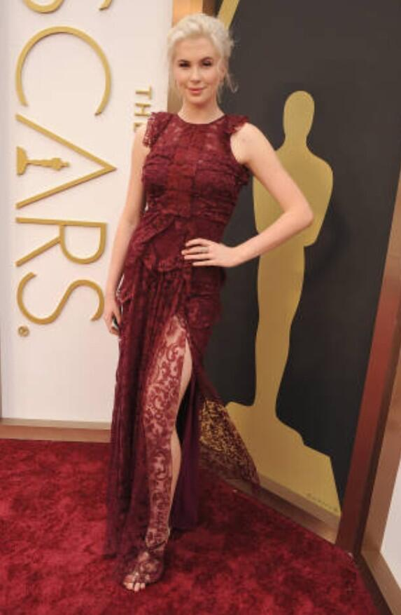 Our Styled Magazine cover girl @IrelandBBaldwin is looking STUNNING on tonight's #Oscars2014 red carpet. http://t.co/WKN0tbSihE