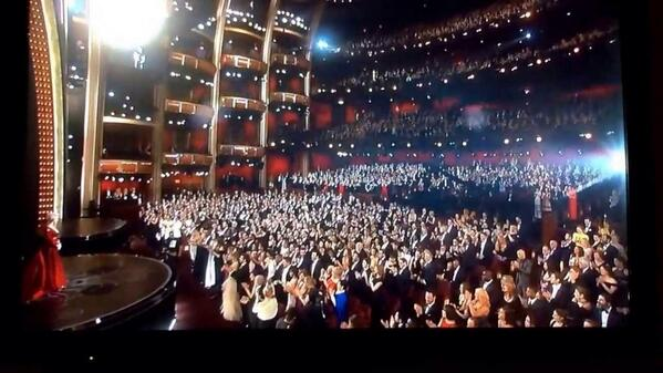 @pink standing Ovation well deserved  #Oscars http://t.co/XTm6NJR9Xs