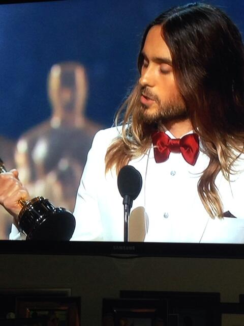 El primer ganador de la noche y hablo por #venezuela @JaredLeto thank you for being our voice!!! http://t.co/bg7KzGWOne