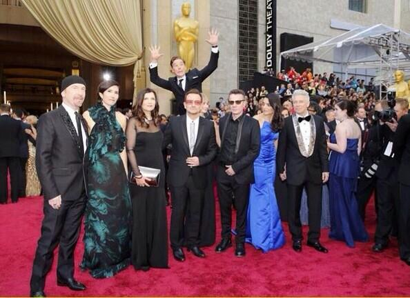 I now adore #BenedictCumberbatch even more. #Oscar2014 #photobomb http://t.co/BgSJxMF7tM