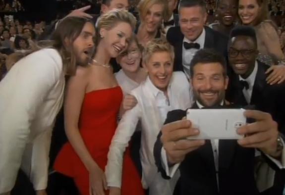 El mejor #selfie de la noche. Y de todos los tiempos  http://t.co/NX4JftkpFV http://t.co/kx8j8RwO4T