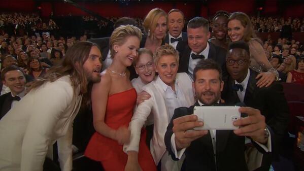 Oscar 2014: Samsung e Twitter não param de rir com o maior selfie de todos os tempos - http://t.co/v0dOfKY4Bz http://t.co/lIVYjsguGb