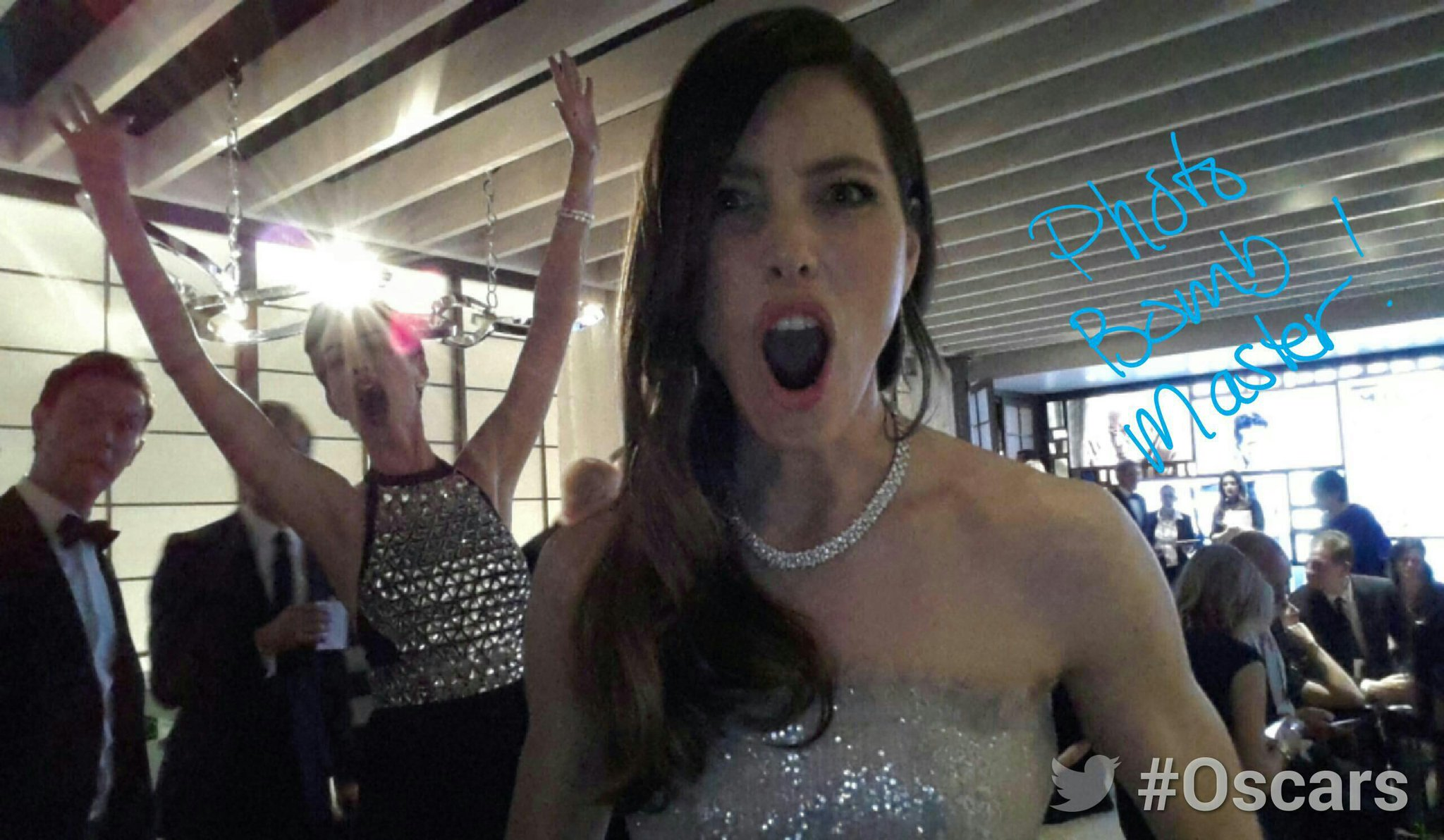 RT @TheAcademy: Backstage at the #Oscars in the #ArchDigestGreenRoomwith@JessicaBiel photobombed by Anne Hathaway http://t.co/k3gusKxQ8o